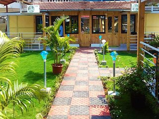 Avelina Guest House Room 4-Garden View - Pololem vacation rentals