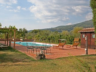Nice House with Shared Outdoor Pool and Television - Terranuova Bracciolini vacation rentals