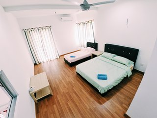 Sweethome Homestay Room for 3 Bandar Enstek KLIA - Sepang vacation rentals