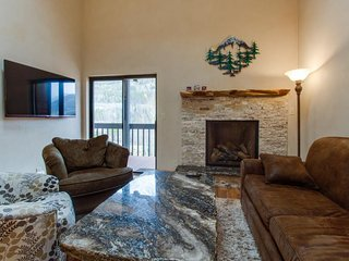 Updated condo, huge deck over looks creek and mountains, shared hot tubs/pool - Frisco vacation rentals