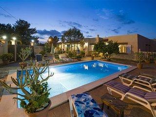 Villa Pins | 4 Bedroom | A/c | Wifi | Pool | BBQ - Ses-Paisses vacation rentals