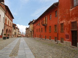 Cozy 2 bedroom Saluzzo Apartment with Television - Saluzzo vacation rentals