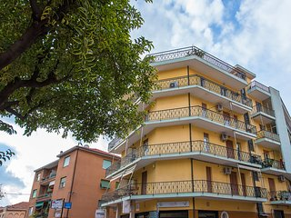 Cozy 2 bedroom Finale Ligure Condo with Internet Access - Finale Ligure vacation rentals