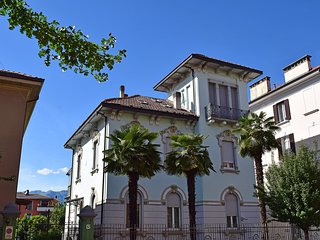 Comfortable 2 bedroom Apartment in Luino with Television - Luino vacation rentals