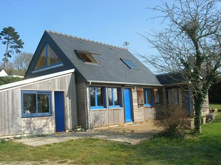 Pretty wooden house on the Crozon peninsula, Brittany, with garden and stunning sea views - sleeps 6 - Crozon vacation rentals
