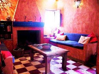 Traditional village house, 30 minutes Granada, perfect touring walking base - Albunuelas vacation rentals