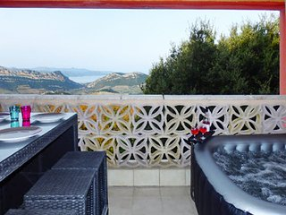 Stylish apartment in Barbaggio, Upper Corsica, w balcony, sea- & mountain views, 4km from Patrimonio with Jacuzzi ! - Barbaggio vacation rentals
