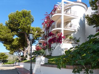 Contemporary apartment in Peniscola with 2 bedrooms, sun terrace, pool and sea views - Peniscola vacation rentals