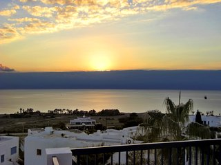 Sea-view apartment in Paphos, Cyprus, with sun terrace & WiFi – 3 pools in building, 50m from beach! - Paphos vacation rentals