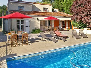 Spacious villa in Charente-Maritime with private pool and large garden - between Cognac & Saintes - Dompierre sur Charente vacation rentals