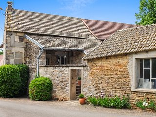Le Clos de Grevilly – traditional village house in Burgundy with 2 bedrooms and sunny garden - Cruzille vacation rentals