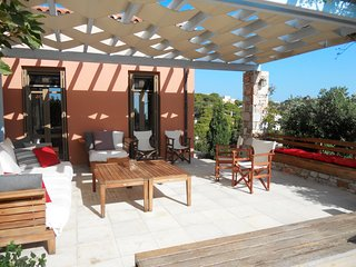 Idyllic island house in Chroussa, Syros, with garden, spacious terrace and sea views – sleeps 4 - Vari vacation rentals