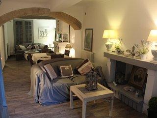 Charmante maison de village avec patio - Barbentane vacation rentals