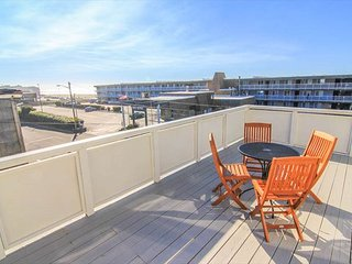Newly Remodeled Home Steps Away From Kyllos and Beach Access - Lincoln City vacation rentals