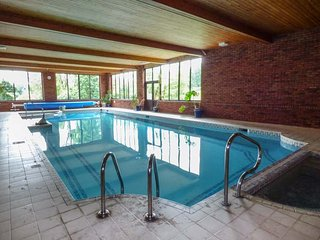 CWMTWRCH COTTAGE, indoor heated swimming pool, on-site facilities, private - Pont-ar-gothi vacation rentals