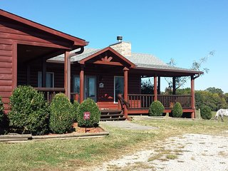 Beautiful log house on a working KY horse farm - Bowling Green vacation rentals