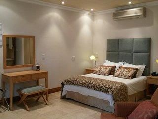 Comfortable 1 bedroom Apartment in Stellenbosch with Washing Machine - Stellenbosch vacation rentals