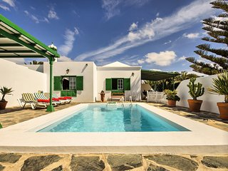 Bright Macher vacation House with Shared Outdoor Pool - Macher vacation rentals