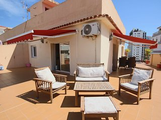 Sunny Penthouse w/Sea Views & 85m2 Roof Terrace w/ BBQ - 100 m to the Beach - Calpe vacation rentals