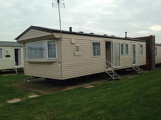 3 Bed Silver Caravan, Double Glazed, Highfields Clacton On Sea Oaklands 184 - Little Clacton vacation rentals