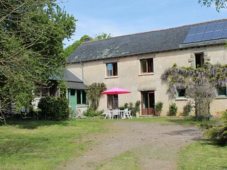 Nice Gite with Television and Microwave - La Nouaye vacation rentals