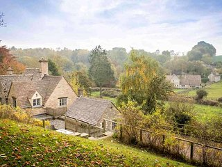 Lovely 4 bedroom Bibury Cottage with Internet Access - Bibury vacation rentals