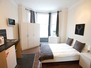 --Stunning Avonmore Studio Flat 2-- - London vacation rentals