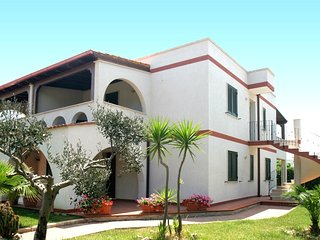 Apartment english lawn - coffe bar at 100 m - beach for children at 350 m - Specchiolla vacation rentals