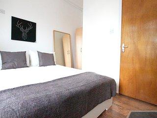 --Stunning Avonmore Studio Flat 4-- - London vacation rentals