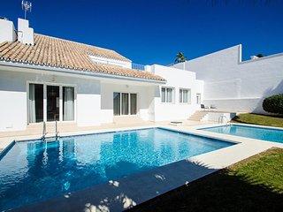 Fabulous Contemporary Villa 18 In Puerto Banus, Marbella - Marbella vacation rentals