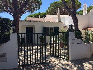 3 BEDROOM VILLA WITH GARDEN IN VALE DO LOBO - Vale do Lobo vacation rentals