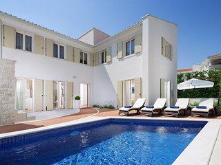 Luxurious Villa Sylvia near Poreč - Tar-Vabriga vacation rentals