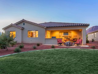 Outstanding family rental w/spacious patio, community pool, clubhouse & hot tub! - Santa Clara vacation rentals