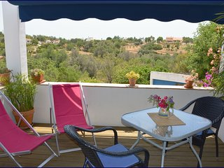 Casa Formosa-Studio with roof terrace and sea view - Quelfes vacation rentals