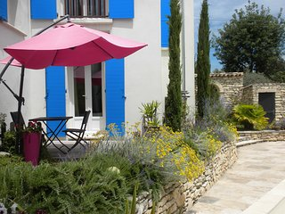 """les Romarins"", Independent garden flat in house with private pool - Pierrevert vacation rentals"