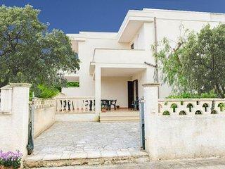 Mezza Luna - rent a property in Puglia at 350 m sandy beach - fenced garden, bbq - Torre Santa Sabina vacation rentals