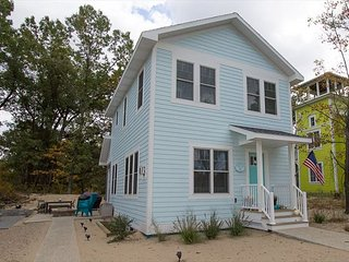 Turquoise Door- Great decor - Michigan City vacation rentals