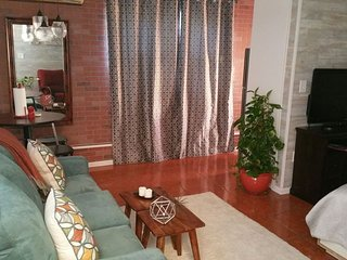 Urban Studio in Trendy Neighborhood/ 10 Miles from Universal Studios - Fairvilla vacation rentals