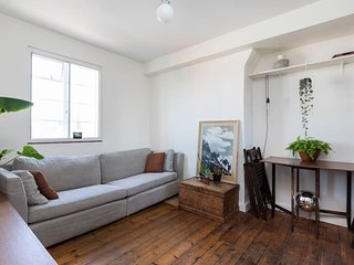 Snazzy 2 bed w/ Great Views in Shoreditch - London vacation rentals