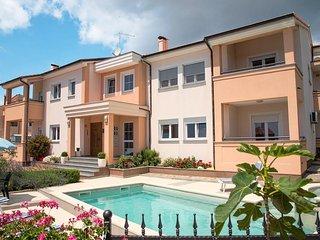 Luxury 4* Apartment (2 + 2) - u 4 - Vinkuran vacation rentals