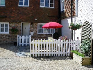 Charming 2 bedroom Burwash House with Internet Access - Burwash vacation rentals
