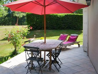 Cute lake view cottage with pool - Saint-Saud-Lacoussiere vacation rentals