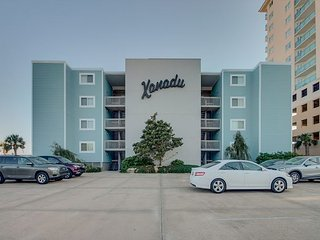 Spacious 2 bedroom, 2 bath direct oceanfront condo. - North Myrtle Beach vacation rentals