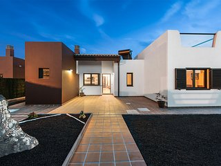 Brand new modern villa on Campo de Golf - paradise holiday on the island! - Caleta de Fuste vacation rentals