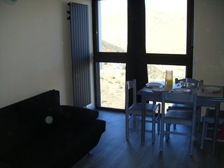 Comfortable studio in Saint Lary Soulan with gorgeous mountain views - 100m from the slopes! - Saint-Lary-Soulan vacation rentals