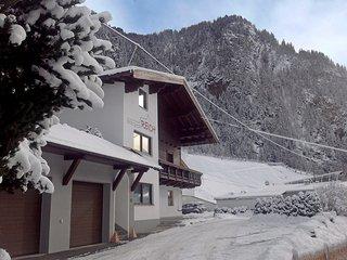 Comfortable 4 bedroom House in Langenfeld with Internet Access - Langenfeld vacation rentals