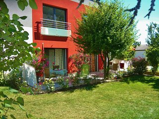 Comfortable Condo with Internet Access and Television - Favoriten vacation rentals