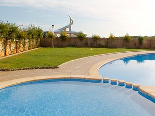 Bright Apartment with A/C and Shared Outdoor Pool - Oropesa Del Mar vacation rentals