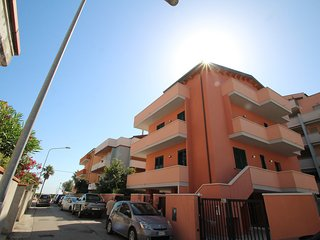 Bright 2 bedroom Montesilvano Condo with Television - Montesilvano vacation rentals