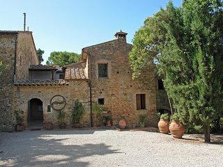 Bright Condo with Shared Outdoor Pool and Television - San Gimignano vacation rentals